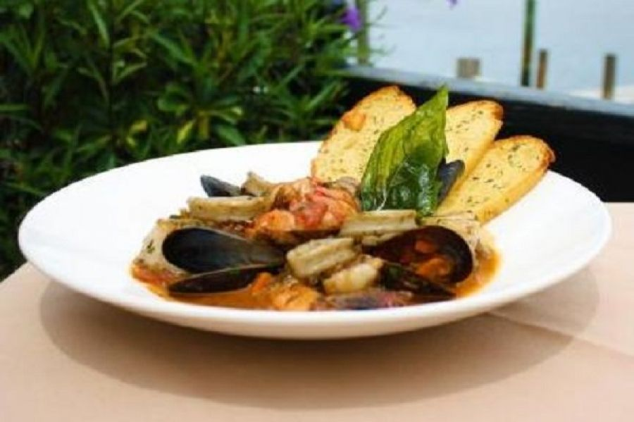 Cioppino – Ophelia's On The Bay